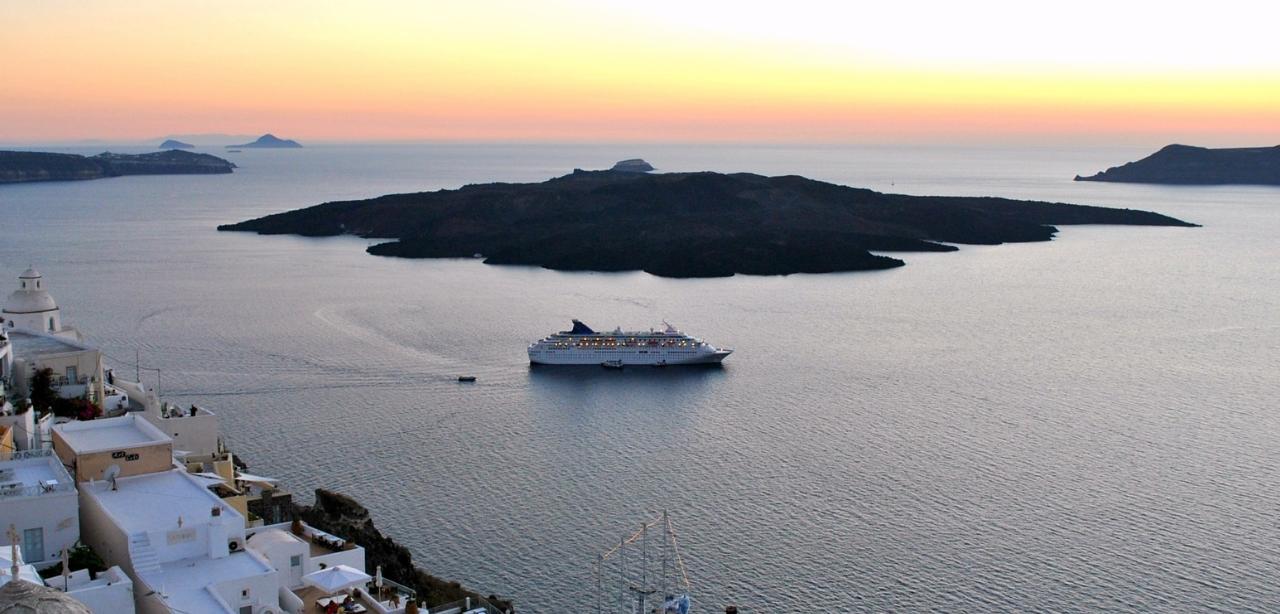 Cyclades_Islands_Greece_yacht_charter