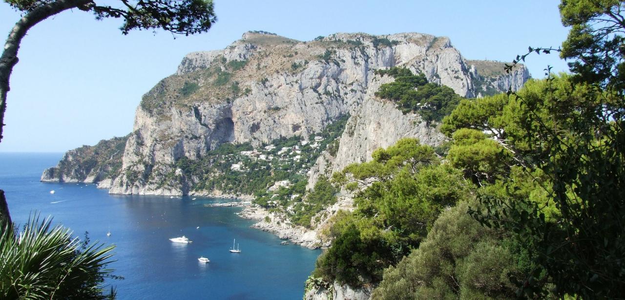Amalfi_coast_Italy_yacht_charter