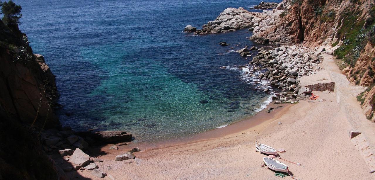 Costa_Brava_beach_yacht-charter